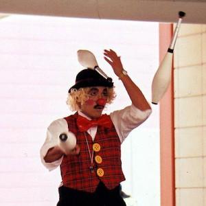 ピエロのトントさん クラブジャグリング