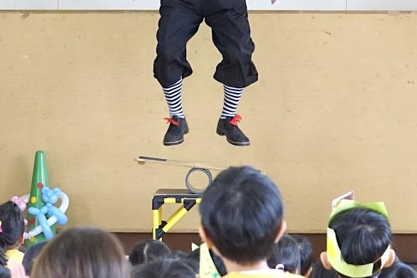 丹陽西保育園でピエロの愉快なワンマンサーカス♪愛知県一宮市