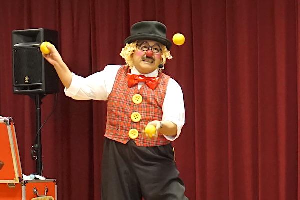 わかばこども園のお楽しみ会でピエロが全力コメディショー♪愛知県豊田市