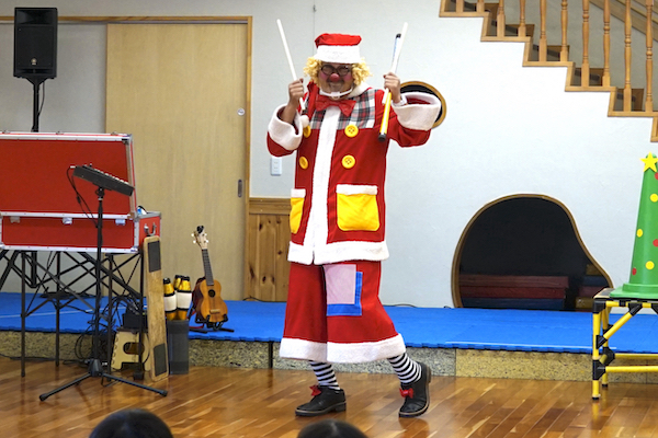 尼崎市の保育施設でクリスマス会!コメディショーでピエロとお友だちっ♪兵庫県尼崎市
